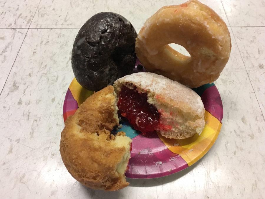 The+Taste+of+the+Times+blind+taste+test+compared+four+styles+of+donuts+--+jelly%2C+plain%2C+glazed%2C+and+chocolate+--+from+four+locations+--+Linda%27s+Donuts+in+Belmont%2C+Dunkin%27+Dounts%2C+Koffee+Kup%2C+and+Shaw%27s.