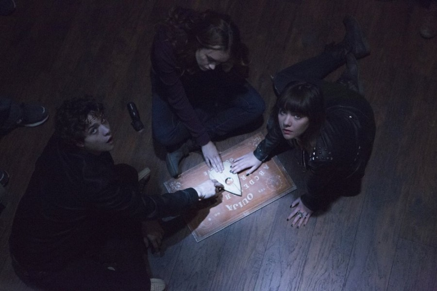+Douglas+Smith%2C+Olivia+Cooke%2C+and+Ana+Coto+%28left+to+right%29+in+%22Ouija%22.