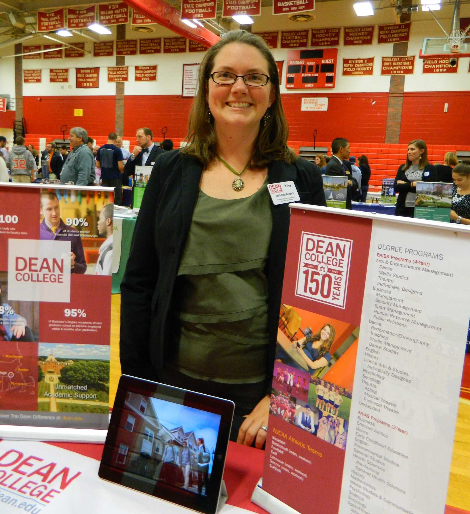 dean college essay Dee blackman is the ivy dean, the premier college admissions consultant for ivy league and other top schools in the united states get expert help with college essays and strategic preparation for high school students looking to enter a top university.